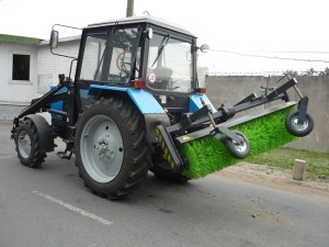 Трактор МТЗ 82 с щеткой